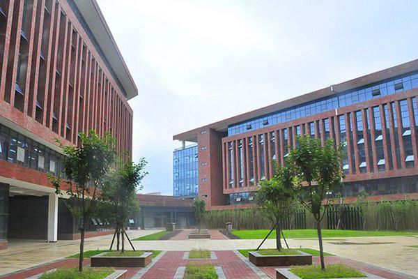 江西工商职业技术学院是公办还是民办大学?